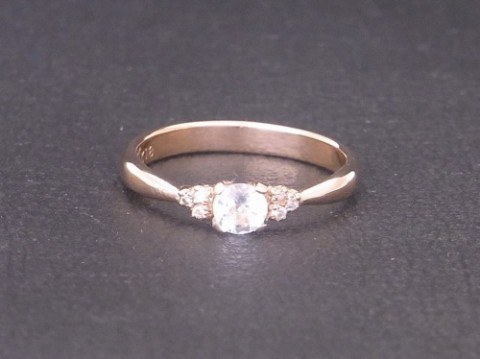 K18ピンクゴールドにアクアマリンとダイヤモンドの婚約指輪!