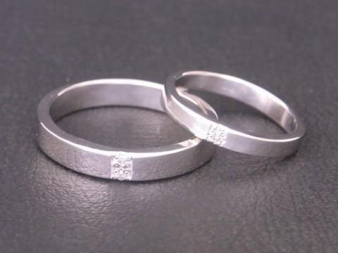 縦にダイヤモンドが2個 手作り プラチナ結婚指輪!