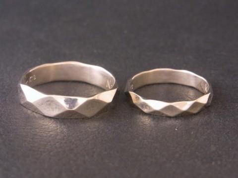 オーダーメイド! ボコボコしたデザインのK18WG結婚指輪!