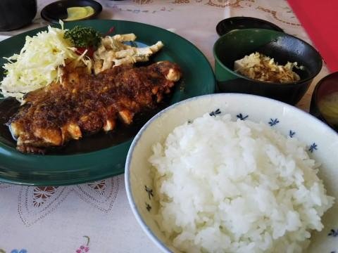 八重洲さんのしょうが焼き定食