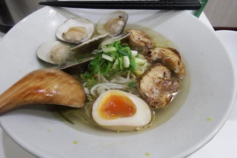 大阪西中島・らーめんキングさんの魚貝塩らーめん(はまぐり)