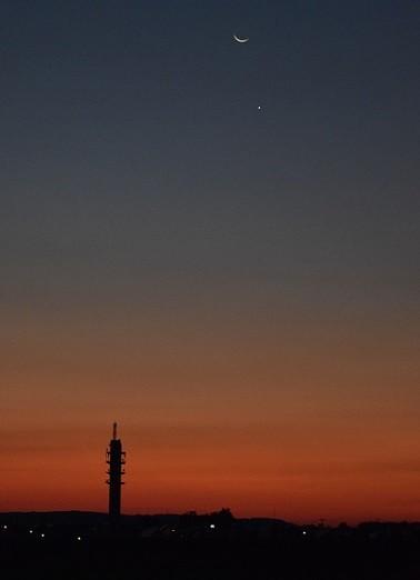 朝焼けの空に月と星~♪