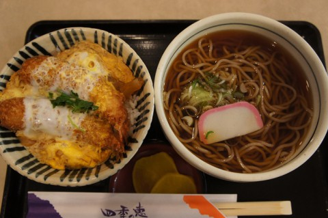 レストラン四季の恵さんのえび丼と温そばセット