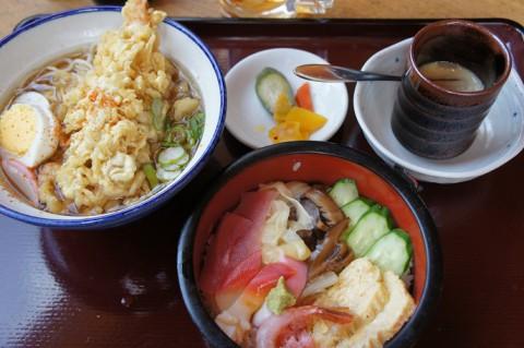 和楽亭さんの生ちらしと天ぷらそばセット