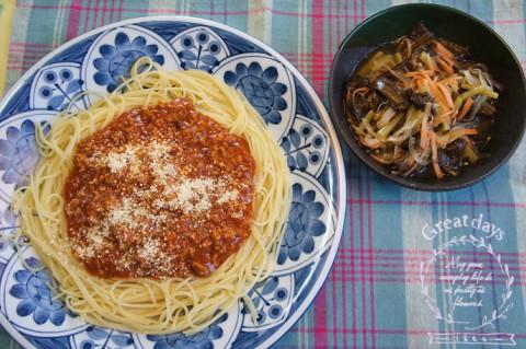 土曜の昼はスパゲティミートソース~♪