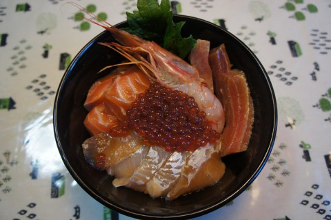 食いしん坊主亭の海鮮丼