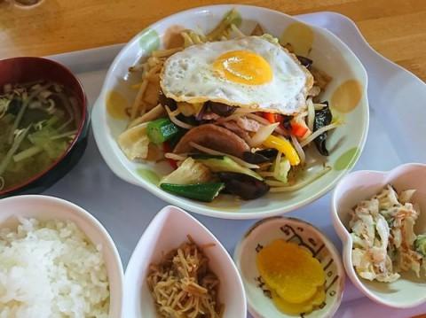 肉野菜定食/めしcafeピグレット