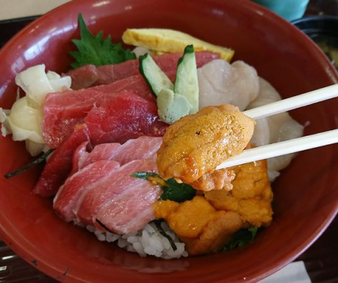 日替海鮮三食丼/ふじ膳(帯広帯広地方卸売市場内食堂)