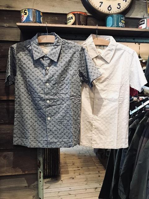 さりげない柄がオシャレなシャツ