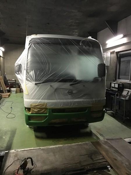 補修屋さん バスを塗る2