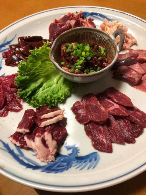 【昼酒 夜酒】蕎麦人の馬刺しが美味しいワケ