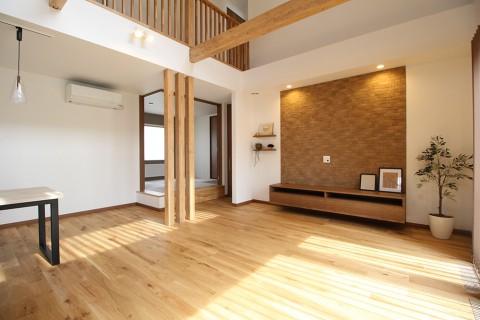 ランドリースペースのある、家事動線の良いナチュラルインテリア住宅