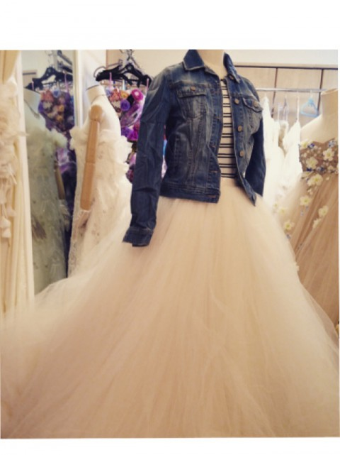 おしゃれ花嫁さんに人気の、カジュアルウエディングドレス