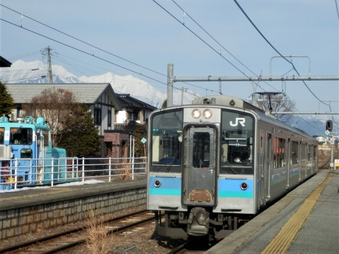 登った山をバックに列車を見るツアー 鹿島槍ヶ岳編