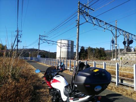 登った山をバックに列車を見るツアー 日和田山編