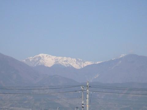 登った山をバックに列車を見るツアー、間ノ岳編