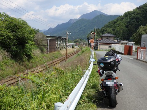 登った山をバックに列車を見るツアー、武甲山編