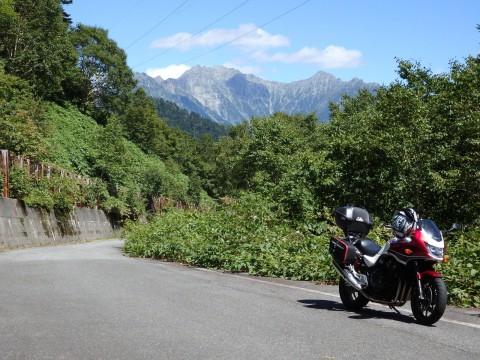 安房峠から穂高岳を望む