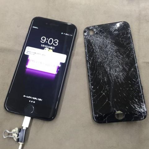 iPhone高いところから落としてガラスが割れて映らない!