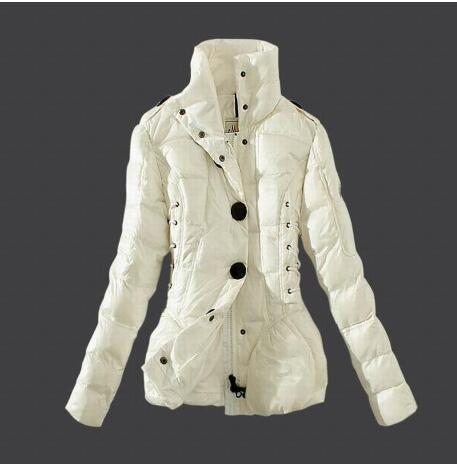 軽量で暖かいモンクレール 偽物ダウンジャケット
